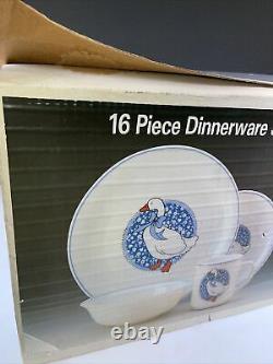 Arcopal 16 Piece Dinnerware Ducks Geese with Bow France