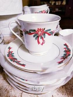 CHRISTMAS SET POINSETTIAS AND RIBBON FINE CHINA DINNERWARE 8 settings 32 pcs