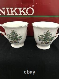 NIKKO HAPPY HOLIDAYS CHRISTMAS DINNERWARE SET Service 8 + 3 Serve Dish + 4 Salad