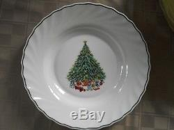 NOEL Porcelle House of Salem Christmas Dinnerware 60 pieces Good Condition