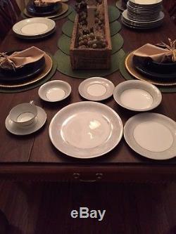 & Noritake Fine China SABRINA 5590 Service for 12 Dinnerware Set