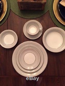 Noritake Fine China SABRINA 5590 Service for 12 Dinnerware Set & Fine China SABRINA 5590 Service for 12 Dinnerware Set