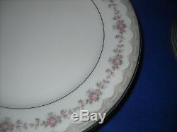 Noritake GLENWOOD 5770 china 31 pc. Dinnerware set, svce. For 6, withgravy boat
