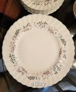 Royal Doulton GLEN AULDYN 40 Pieces Service for 8 Fine Bone China Dinnerware SET