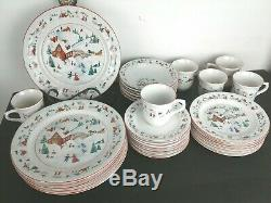 Service for 6 Beautiful Vintage Farberware White Christmas China Dinnerware 391